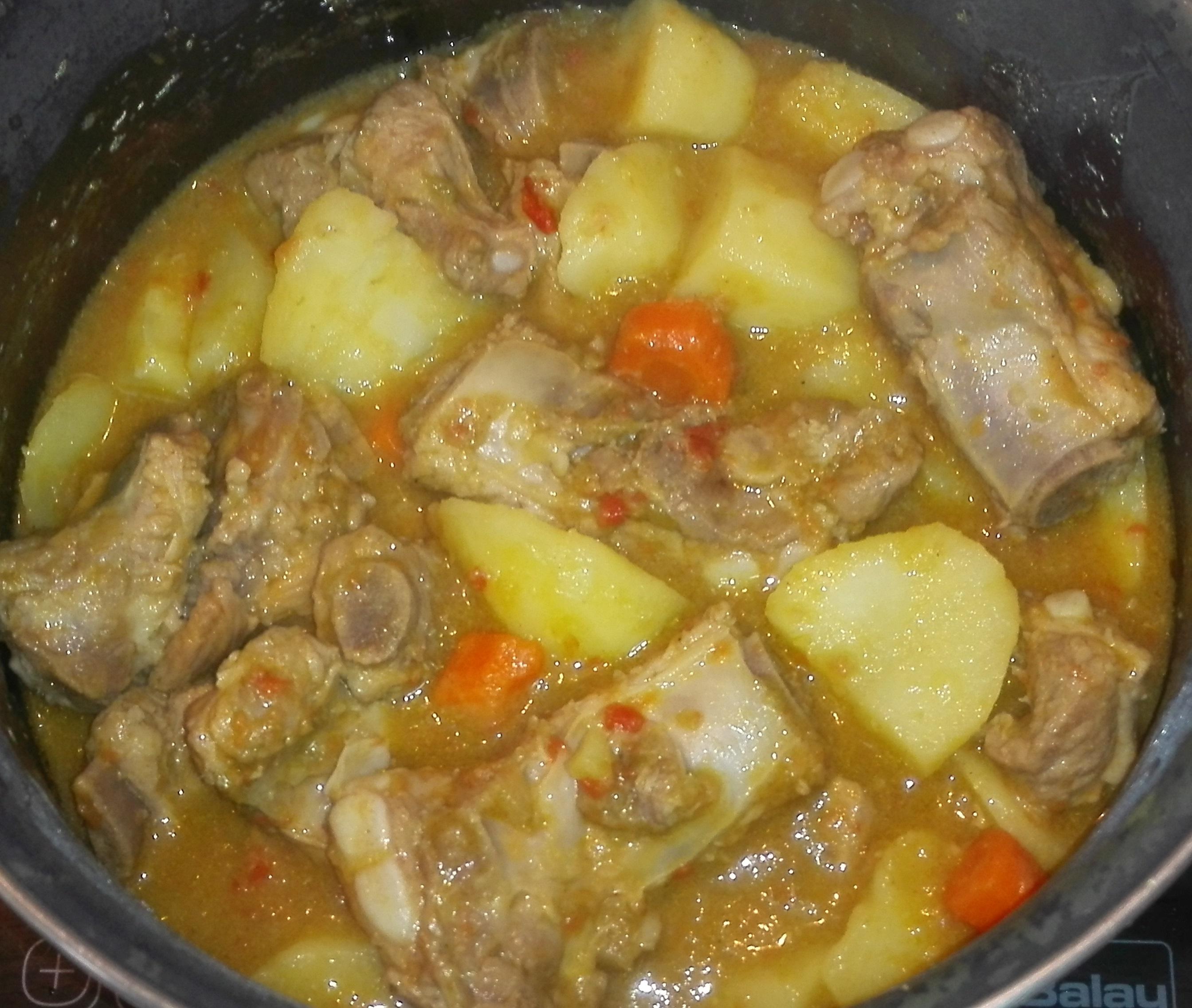 Receta de guiso de patatas con costillas de cerdo hecho en - Patatas con costillas de cerdo ...