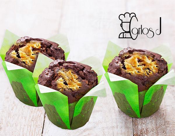Muffins de cacao con tres chocolates