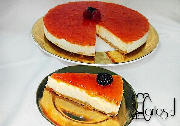 Tarta de queso de rulo de cabra y mermelada de tomate