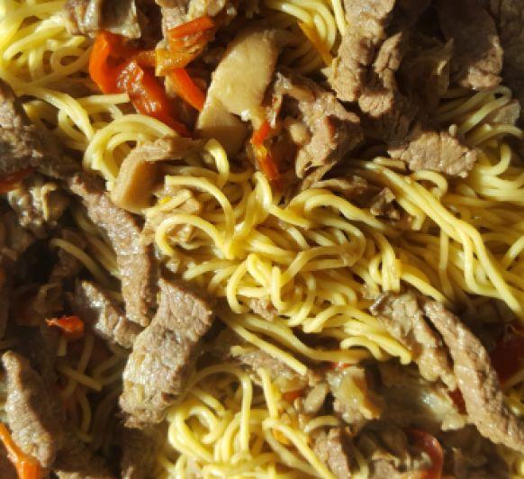 Thermomix® Badajoz: Noodles con ternera y setas