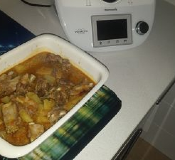 Patatas con costillas de cerdo muy ricas y fáciles de preparar
