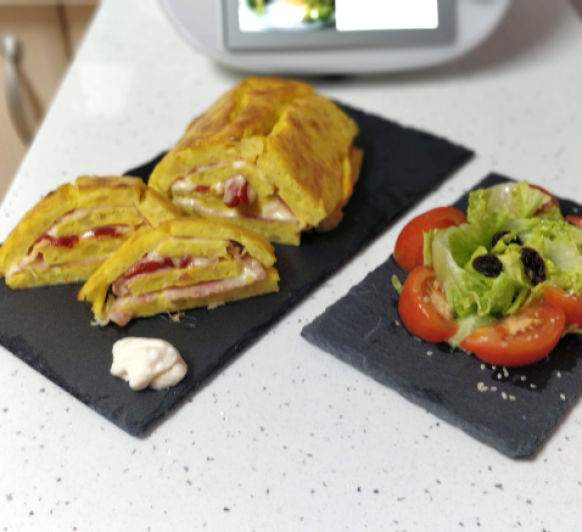 Rollo de tortilla de patata con jamón, queso y pimiento con Thermomix® TM6