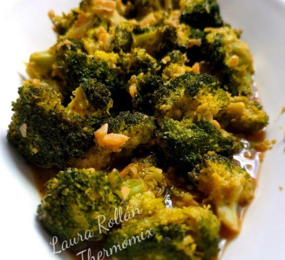 Brócoli crujiente con salsa de ajos con Thermomix® Villanueva de la Serena-Badajoz