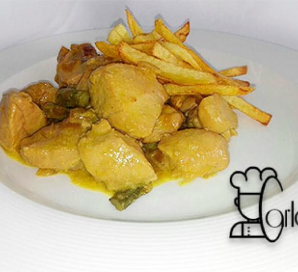 Pechuga de pollo con nata de curry y trigueros