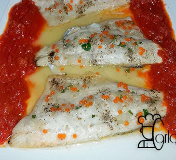 Lubina o dorada asada con compota de tomate y vinagreta de huevas de salmón
